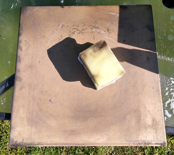 Cleaning pizza stone with a sponge