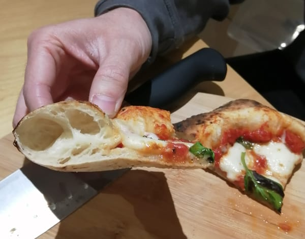 Neapolitan pizza crust