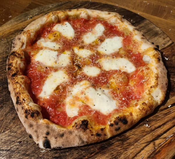 Calories in Neapolitan Margherita pizza with parmesan